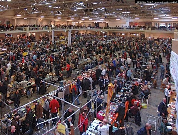 Overzicht radiovlooienmarkt Autotron Rosmalen