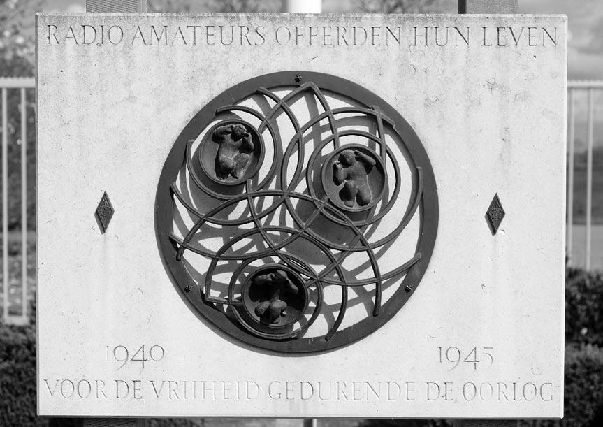 Herdenking 4 mei bij het gedenkteken voor de gevallen radioamateurs