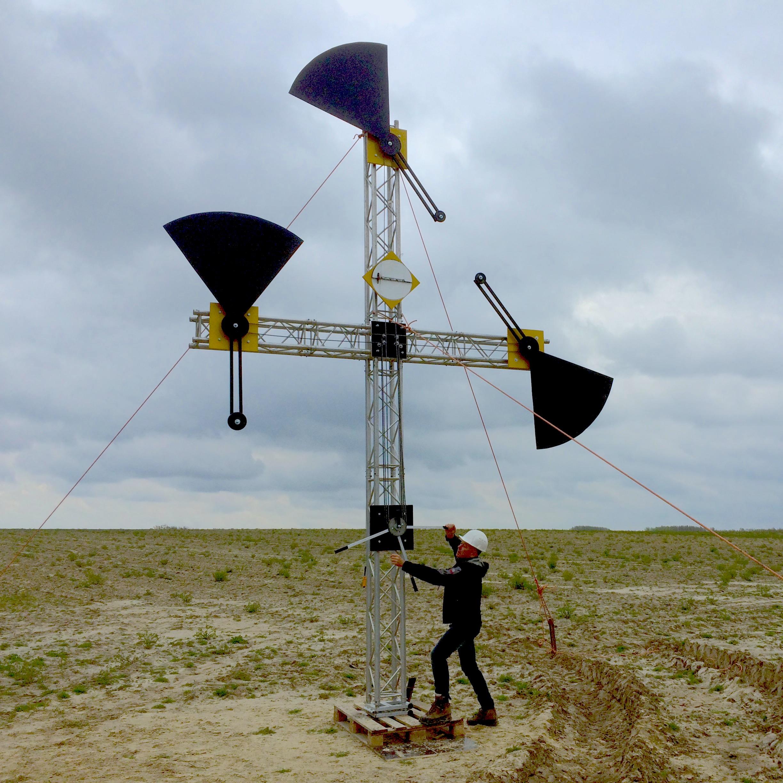 Kunstenaar bouwt installatie voor optische communicatie iSemaphore