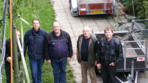 Aart PA3NIK, Batiaan PA3BAS, Cor PD0GHF en Wimjan naas de mast bij scouting Schutgraaf