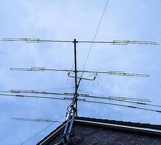 De zendmast op het dak van Remy Denker