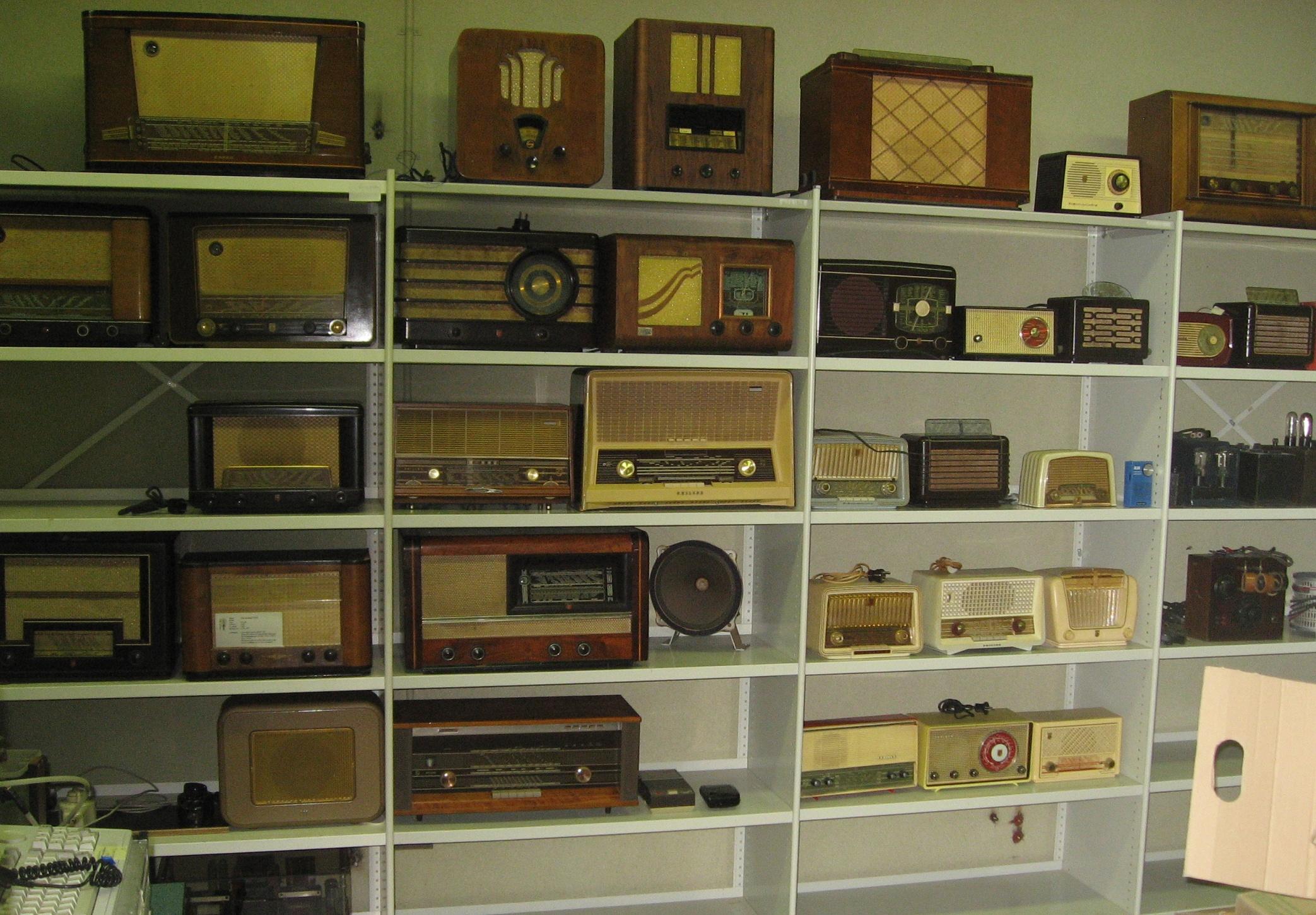Overcomplete spulletjes van het Omroep Zender Museum