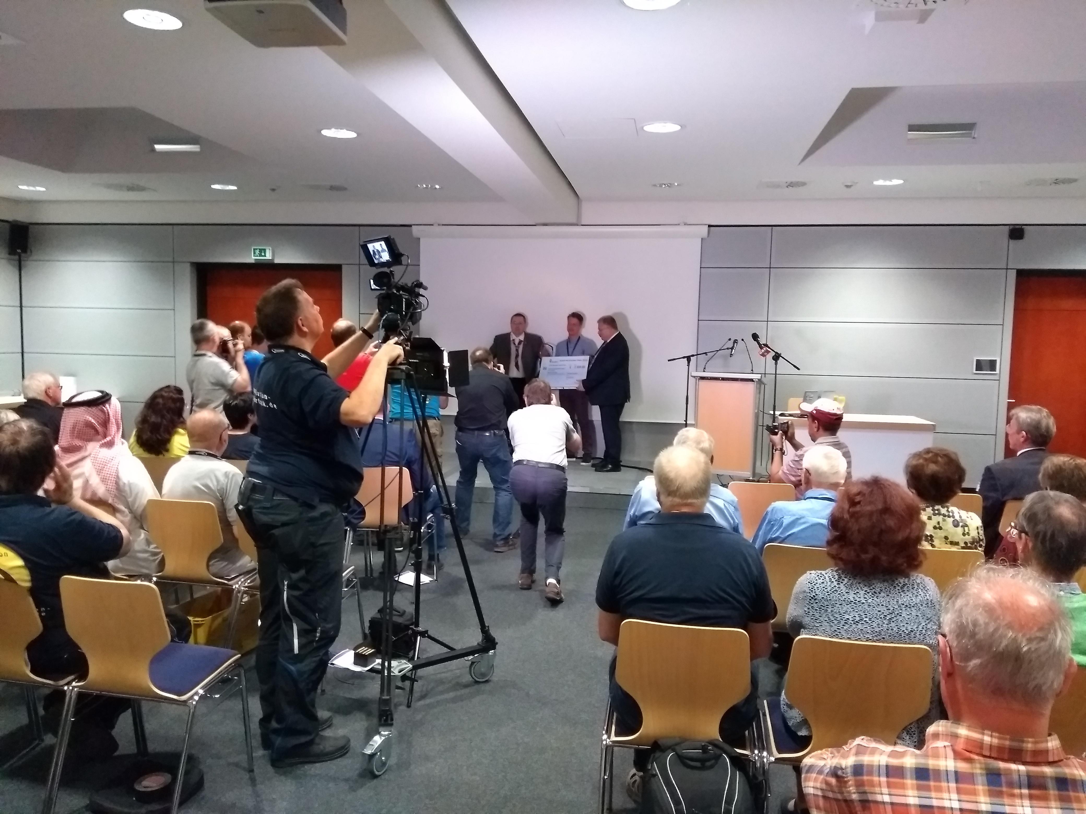Radioamateurgroep van de RWTH Aachen ontvangt de Horkheimer-prijs