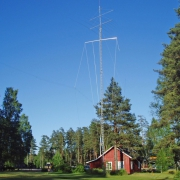 Antennes en mast verwoest in Morokulien