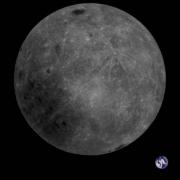 Aarde op achtergrond maan